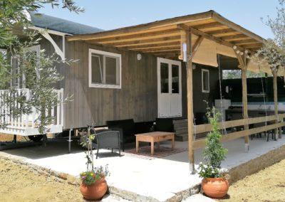 woonwagen met veranda en buitenkeuken
